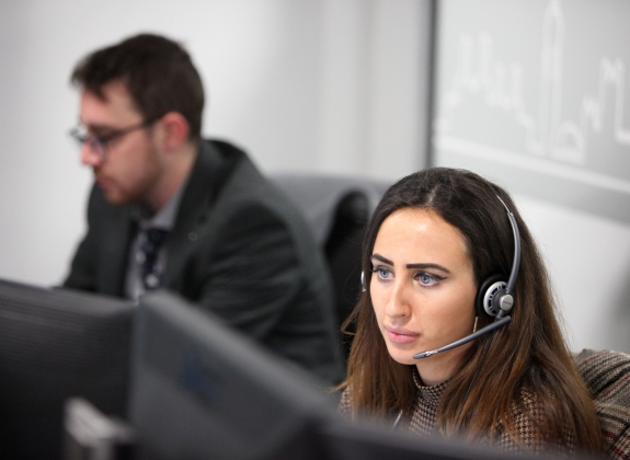 employee in call center