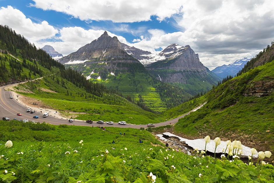 Visitors at Going to the Sun road, Glacier National Park, Montana