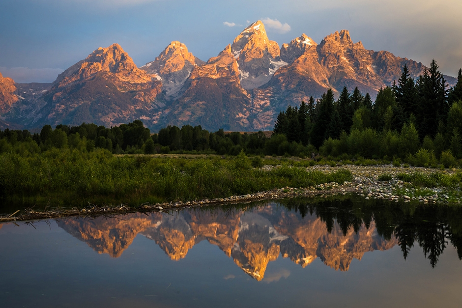 Sunrise from Schwabachers landing in the Grand Teton National Pa